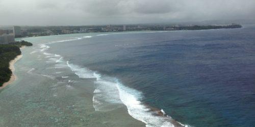 恋人岬から見たグアムの海岸線