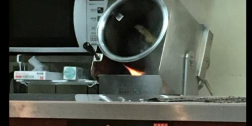 リンガーハット自動鍋送り機